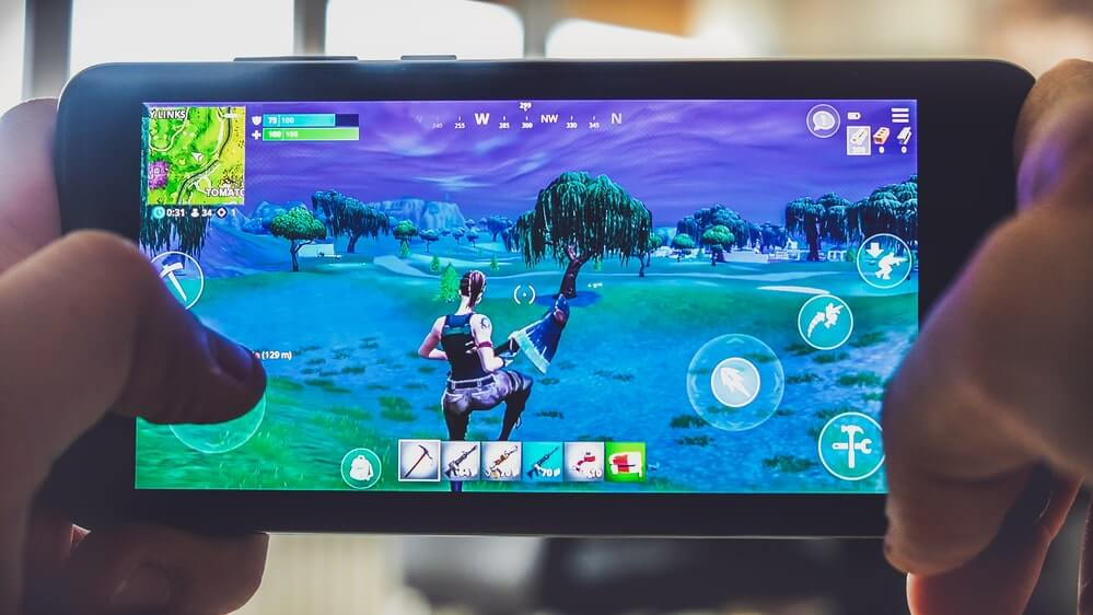 Fortnite gameplay battle royale game smartphone