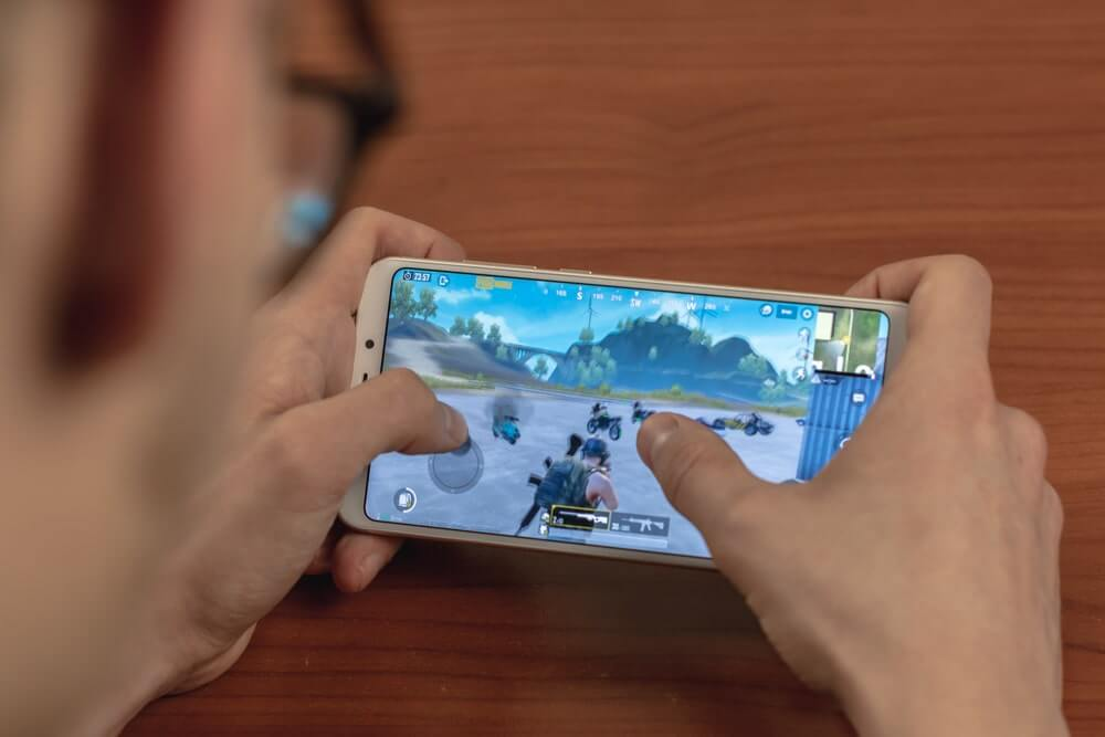 gamer playing fortnite on his phone